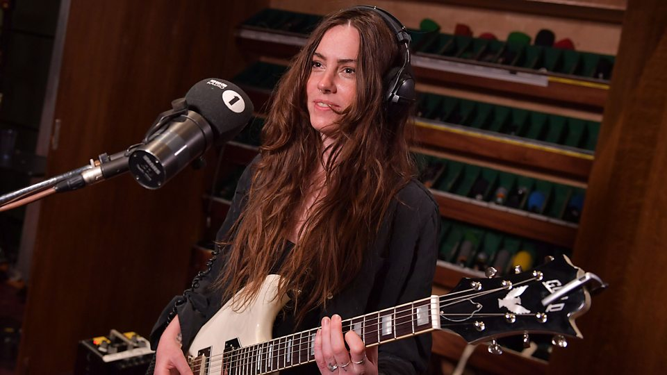 Dark Folk Singer Emma Ruth Rundle